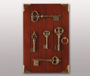 Ключница деревянная Золотой ключик